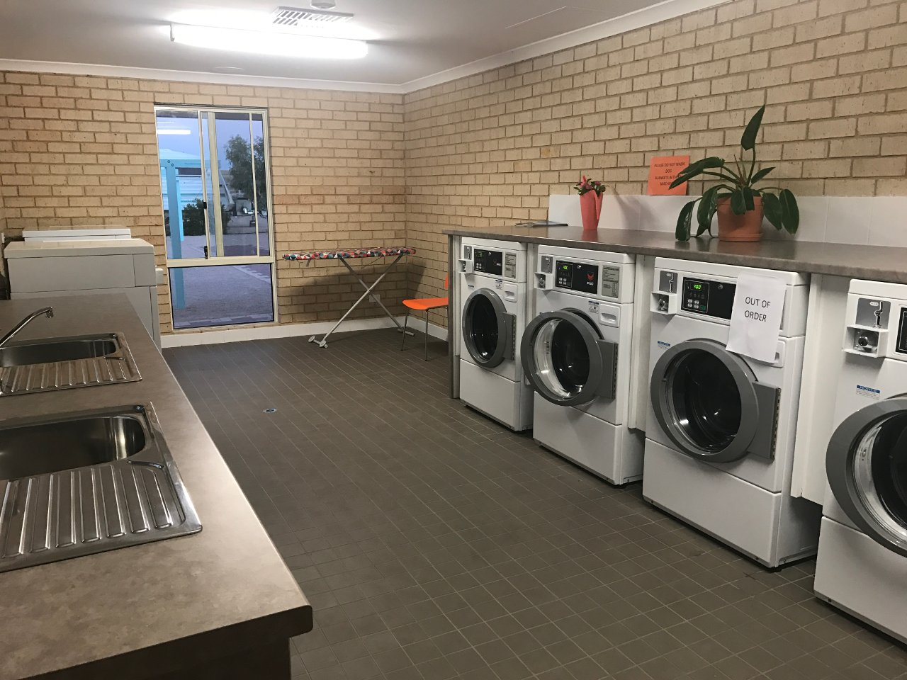 Streaky Bay Islands Caravan Park - Laundry