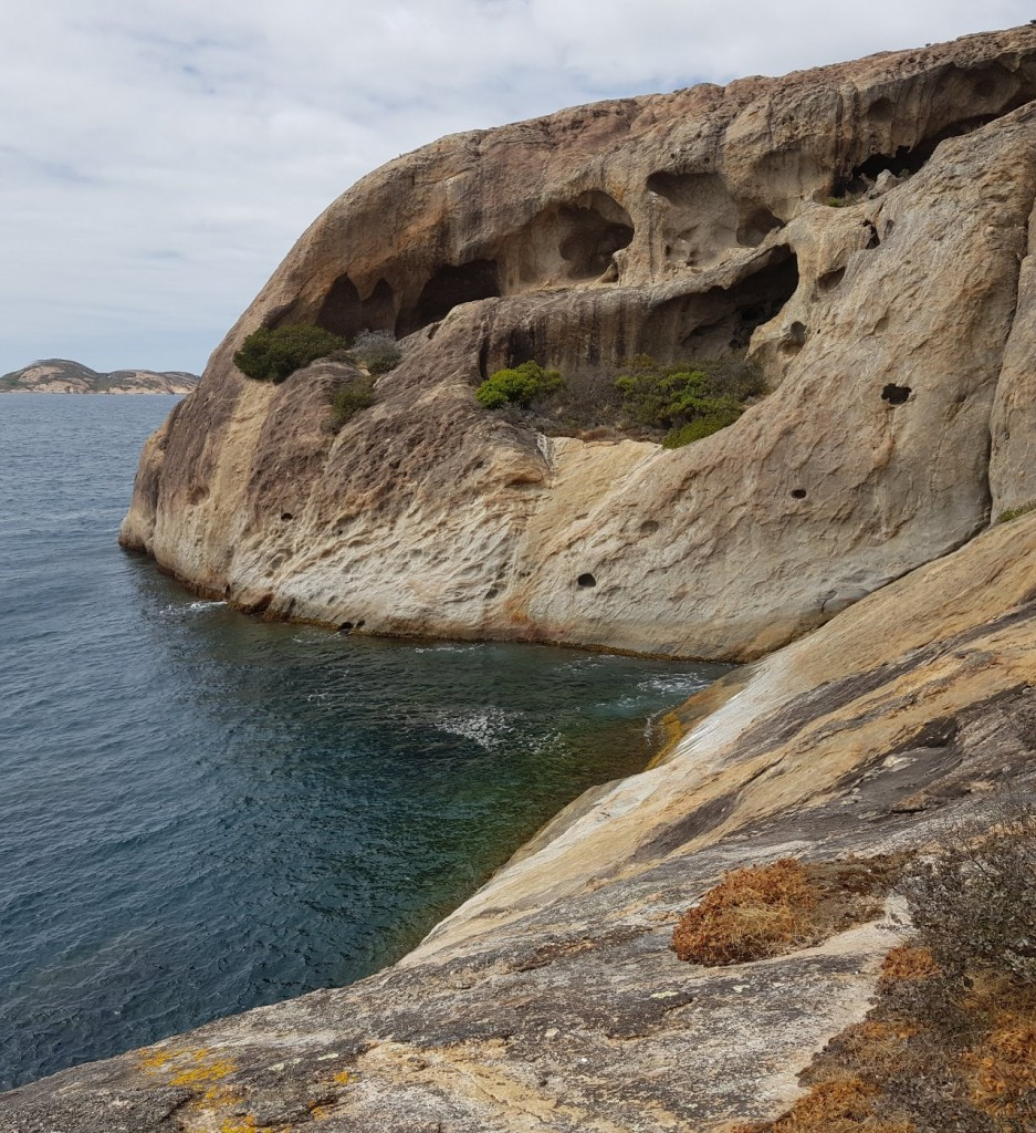 Lucky Bay, Cliff Face