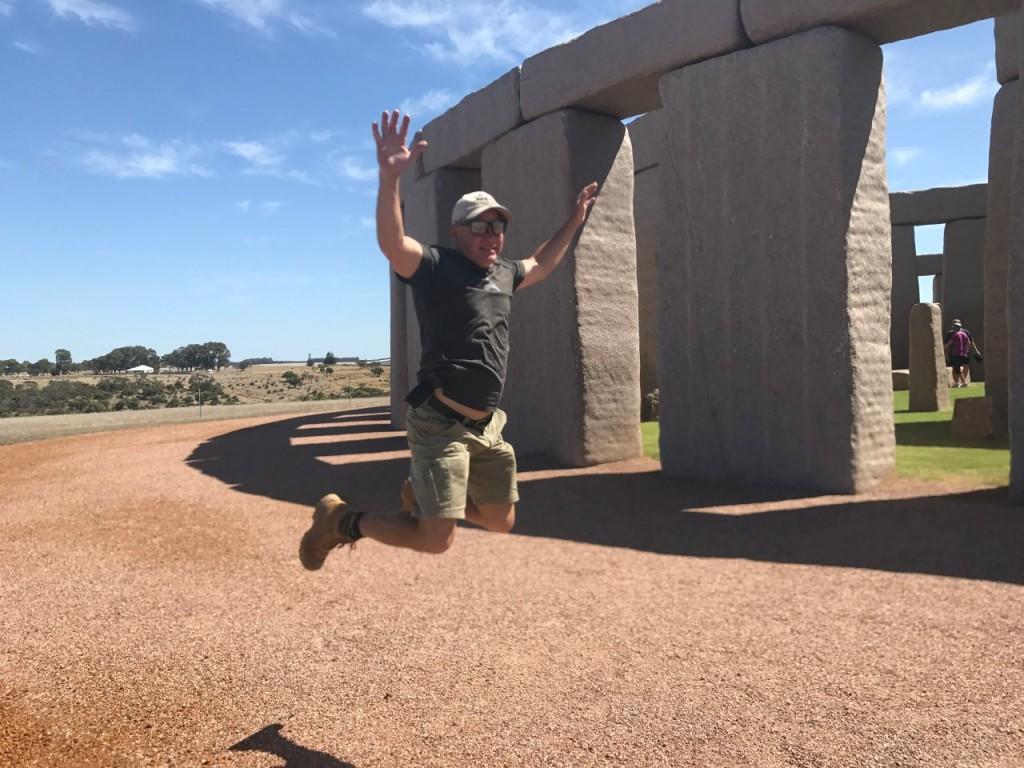 Esperance Stonehenge, Col jumping