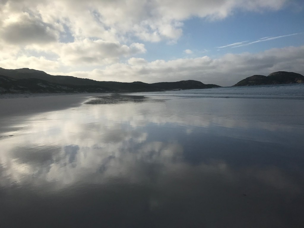 Lucky Bay, Reflections on the sand