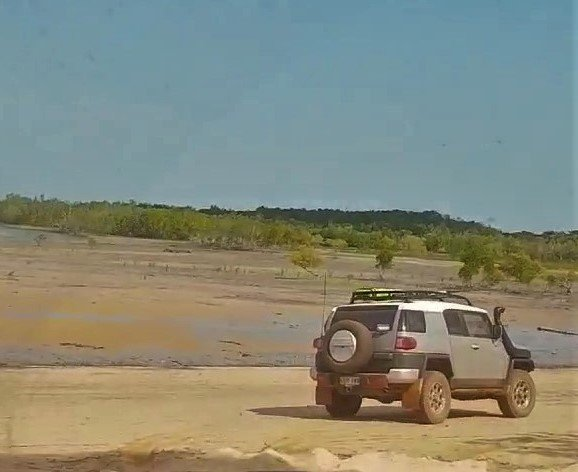 The FJ on Leaders Creek Beach, NT